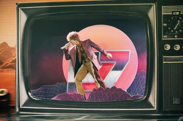 Sơn Tùng M-TP và Rhymastic đích thân khen ngợi Erik với màn mượn hit trên sóng truyền hình - Ảnh 2.