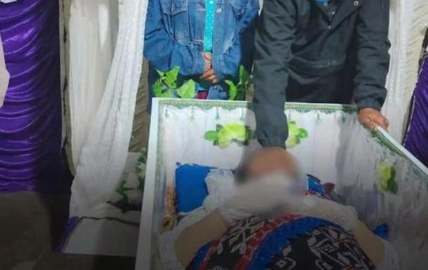 Cô dâu đột ngột qua đời vì đau tim trước hôn lễ, đám cưới phút chốc hóa đám tang cực thương cảm - Ảnh 2.