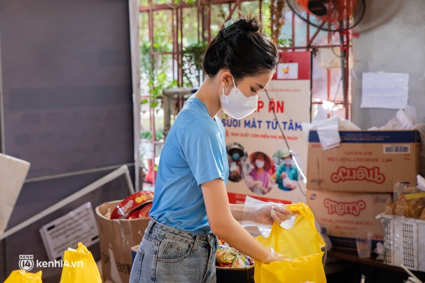 Chuyện ở căn bếp nấu 35 nghìn suất ăn từ thiện của bà trùm Hoa hậu: Những ngày Sài Gòn thế này, được cho đi đã là may mắn! - Ảnh 12.
