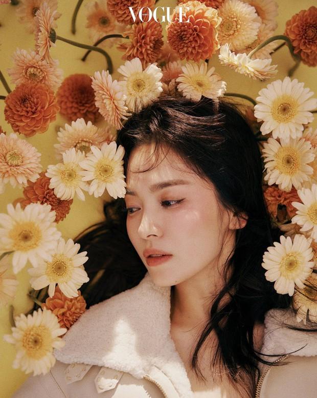 Mỹ nhân Hàn đại chiến tạp chí: Song Hye Kyo xứng danh tường thành nhan sắc, Jisoo đẹp tựa công chúa liệu có bằng Taeyeon? - Ảnh 10.