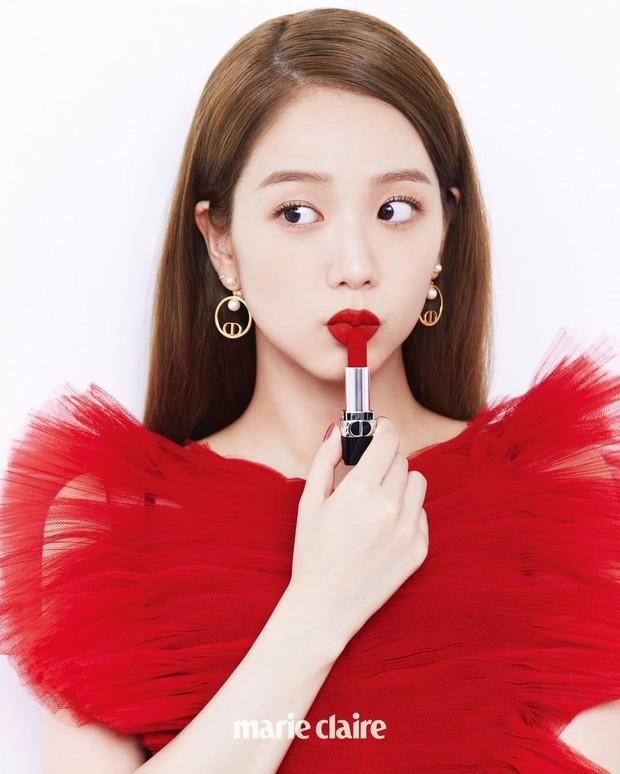 Mỹ nhân Hàn đại chiến tạp chí: Song Hye Kyo xứng danh tường thành nhan sắc, Jisoo đẹp tựa công chúa liệu có bằng Taeyeon? - Ảnh 15.