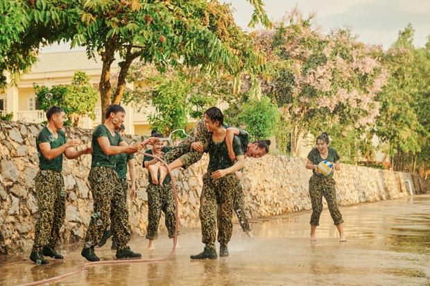 Khắp nơi xôn xao hình ảnh các anh quân nhân, MV hội tụ dàn cast Sao Nhập Ngũ chính là bài hát được nhắc đến nhiều nhất - Ảnh 8.