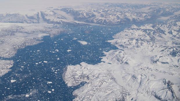 Lần đầu tiên trong lịch sử xuất hiện mưa trên đỉnh thềm băng Greenland - Ảnh 1.