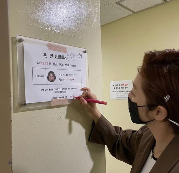 Top 1 Naver: Mỹ nhân Thư Ký Kim ký đơn đăng ký kết hôn, cưới em trai Ha Jung Woo sau 8 năm hẹn hò? - Ảnh 2.