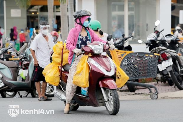 """Người dân TP.HCM được Quân đội """"đi chợ hộ"""" 1 lần trong tuần  - Ảnh 1."""
