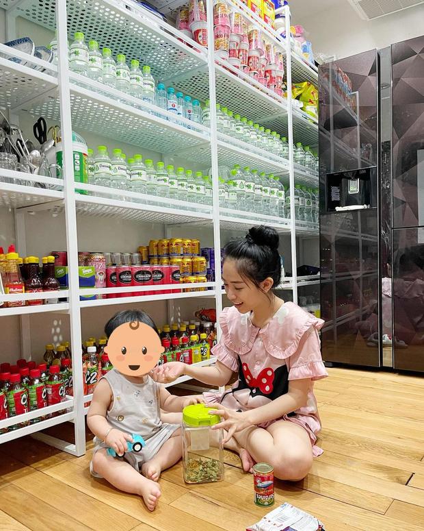 Nhìn kho đồ ăn tích trữ của con gái một vị đại gia Việt mà choáng vì độ dư dả, không khác nào siêu thị mini - Ảnh 2.