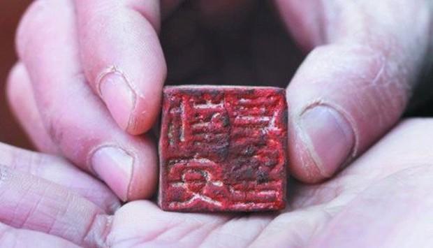 Báu vật trong mộ cổ thời Tam Quốc hé lộ sự thật đen tối - Ảnh 2.