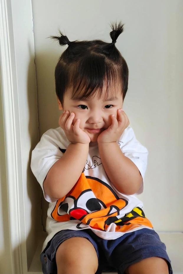 Clip Hoà Minzy bị đau, con trai chỉ làm một hành động cực đáng yêu mà lập tức thu về 3 triệu lượt xem - Ảnh 4.