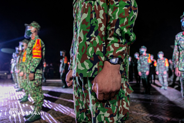 Ảnh: Quân đội xuất quân ngay trong đêm, kiểm soát gần 300 chốt khắp quận huyện TP.HCM - Ảnh 6.