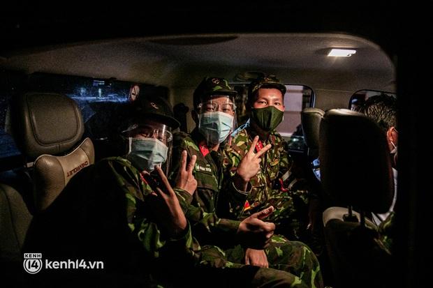Ảnh: Quân đội xuất quân ngay trong đêm, kiểm soát gần 300 chốt khắp quận huyện TP.HCM - Ảnh 9.
