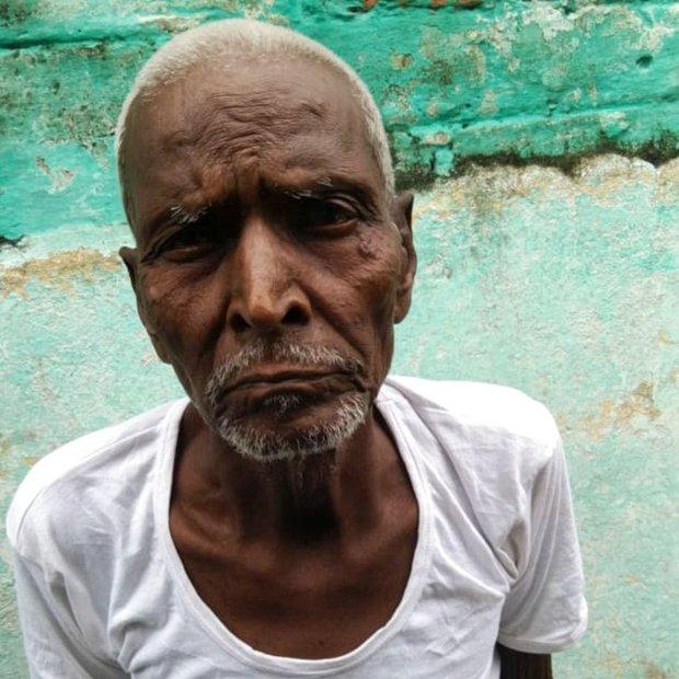 Bi kịch ai oán của những xác sống Ấn Độ: Người ta nhìn tôi như một hồn ma bóng quế - Ảnh 1.