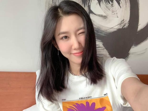 Thúy Ngân tích cực khoe hình tại Hàn Quốc, fan nhận thấy một điểm thay đổi so với lúc còn ở Việt Nam! - Ảnh 5.