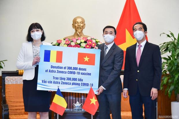 Romania tặng 300 ngàn liều vắc-xin AstraZeneca cho Việt Nam - Ảnh 1.