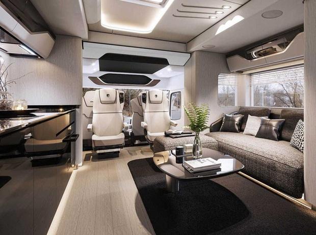 Bên trong mobihome khổng lồ 2 triệu USD: Có khoang để siêu xe Ferrari, nội thất như du thuyền trên cạn - Ảnh 4.