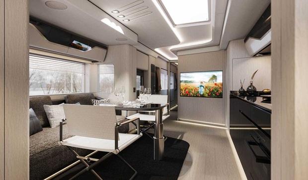 Bên trong mobihome khổng lồ 2 triệu USD: Có khoang để siêu xe Ferrari, nội thất như du thuyền trên cạn - Ảnh 5.