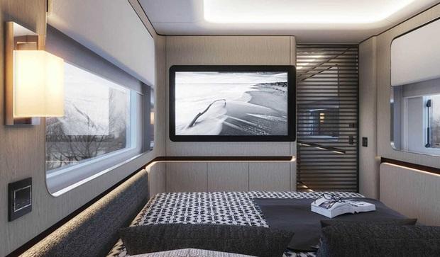 Bên trong mobihome khổng lồ 2 triệu USD: Có khoang để siêu xe Ferrari, nội thất như du thuyền trên cạn - Ảnh 6.
