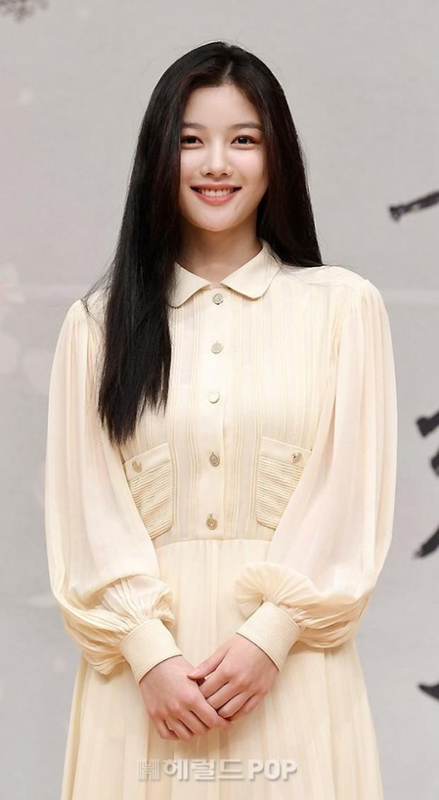 Sự kiện biến thành bữa tiệc visual: Sao nhí một thời Kim Yoo Jung tái xuất xinh xỉu, Ahn Hyo Seop như cây sào át cả 2 tài tử cực phẩm - Ảnh 3.