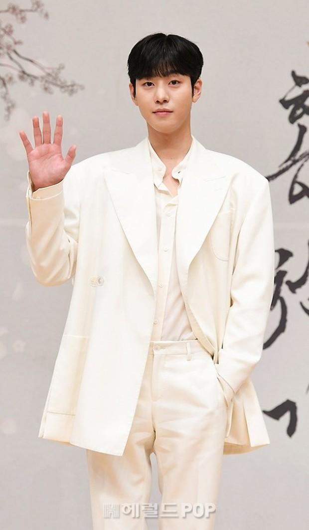 Sự kiện biến thành bữa tiệc visual: Sao nhí một thời Kim Yoo Jung tái xuất xinh xỉu, Ahn Hyo Seop như cây sào át cả 2 tài tử cực phẩm - Ảnh 5.