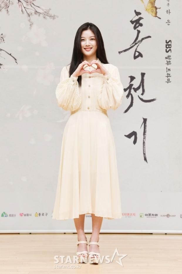 Sự kiện biến thành bữa tiệc visual: Sao nhí một thời Kim Yoo Jung tái xuất xinh xỉu, Ahn Hyo Seop như cây sào át cả 2 tài tử cực phẩm - Ảnh 4.