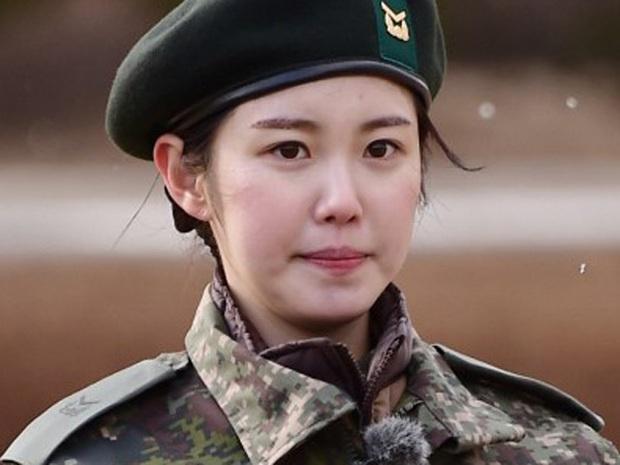 Mặt mộc sao nữ Hàn đi show quân đội: Lisa & ác nữ Penthouse đẹp xuất sắc, gây sốc nhất là người cuối cùng! - Ảnh 20.