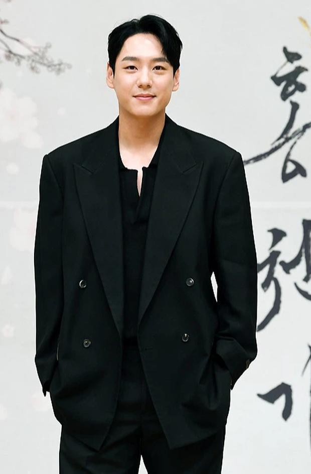 Sự kiện biến thành bữa tiệc visual: Sao nhí một thời Kim Yoo Jung tái xuất xinh xỉu, Ahn Hyo Seop như cây sào át cả 2 tài tử cực phẩm - Ảnh 8.