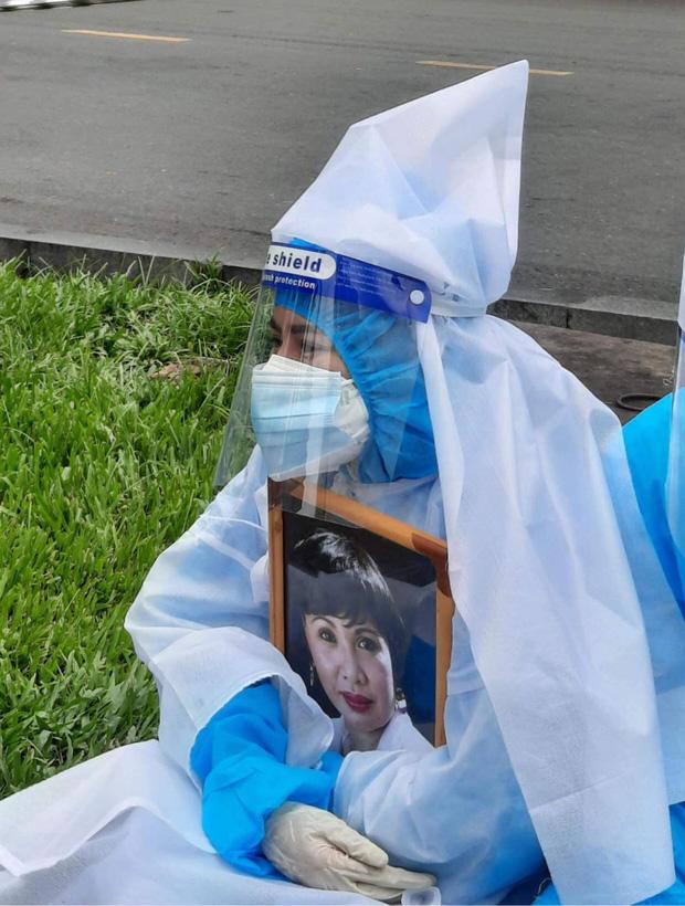 Con gái đính chính nguyên nhân NS Bạch Mai qua đời, hành động của vợ chồng Việt Hương gây xúc động mạnh - Ảnh 4.