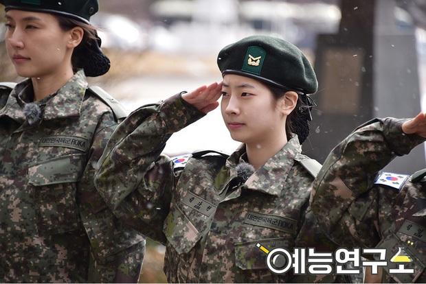 Mặt mộc sao nữ Hàn đi show quân đội: Lisa & ác nữ Penthouse đẹp xuất sắc, gây sốc nhất là người cuối cùng! - Ảnh 15.