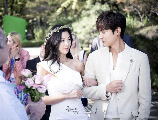 Cười bể bụng với 3 đám cưới có 1-0-2 ở phim Hàn: Hôn lễ bị thổi bay trong Penthouse thành huyền thoại meme - Ảnh 5.