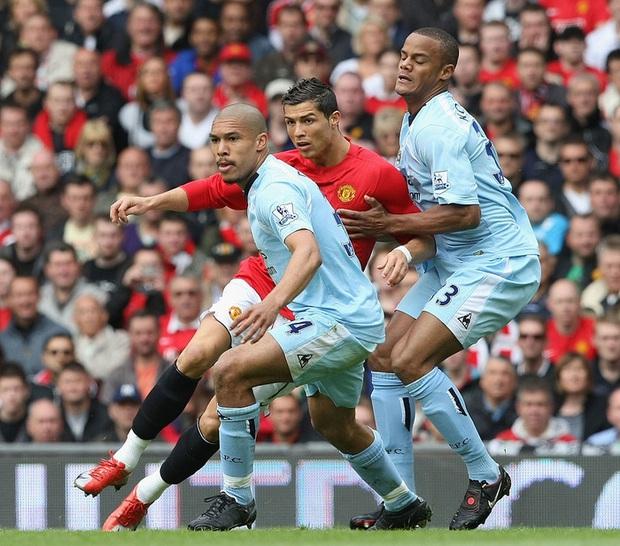 Từng tuyên bố không bao giờ khoác áo kẻ thù Man City vì yêu Man Utd, Ronaldo đang làm một cú tự vả cực mạnh? - Ảnh 2.