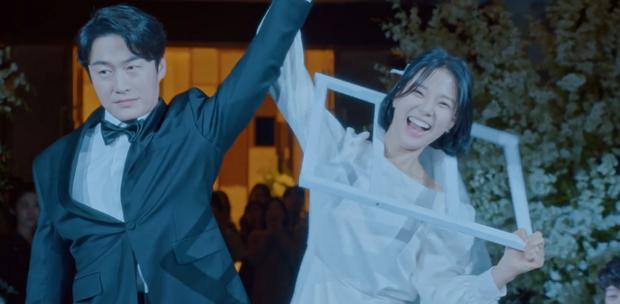 Cười bể bụng với 3 đám cưới có 1-0-2 ở phim Hàn: Hôn lễ bị thổi bay trong Penthouse thành huyền thoại meme - Ảnh 4.