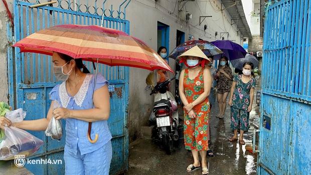 """Càng siết giãn cách, Sài Gòn càng siết tay nhau: """"Mình xem đâu là nhà thì sẽ có cách biến hóa để tồn tại"""" - Ảnh 7."""