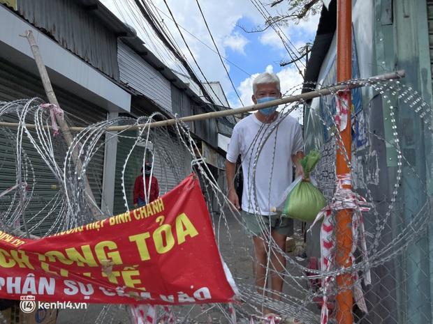 """Càng siết giãn cách, Sài Gòn càng siết tay nhau: """"Mình xem đâu là nhà thì sẽ có cách biến hóa để tồn tại"""" - Ảnh 2."""