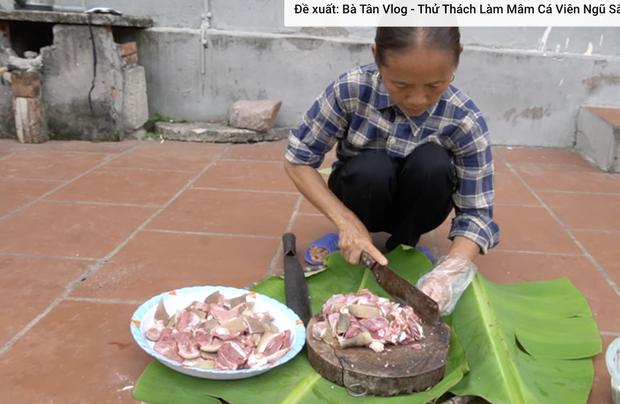 Thực hư nồi lẩu bà Tân nấu có miếng thịt lạ đen thui như bị thúi, cảnh đàn cháu ngồi ăn sau đó đã chứng minh điều ngược lại - Ảnh 4.