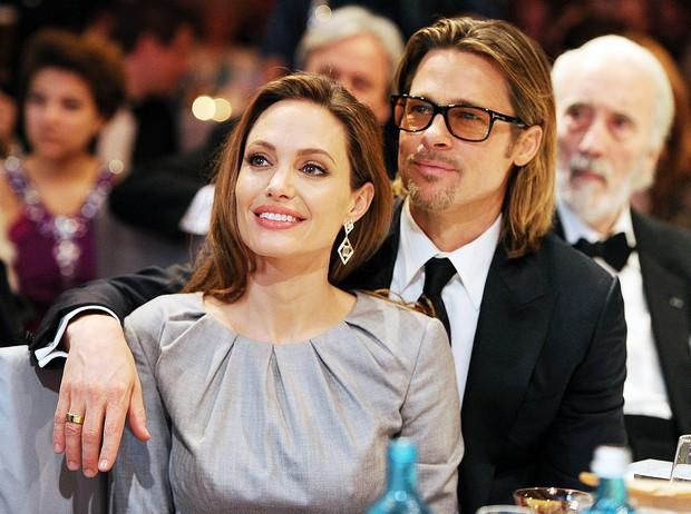 Đổ cả triệu đô kiện cáo Brad Pitt, Angelina Jolie quyết tâm gỡ gạc bằng cách hẹn hò bạn trai tỷ phú? - Ảnh 2.