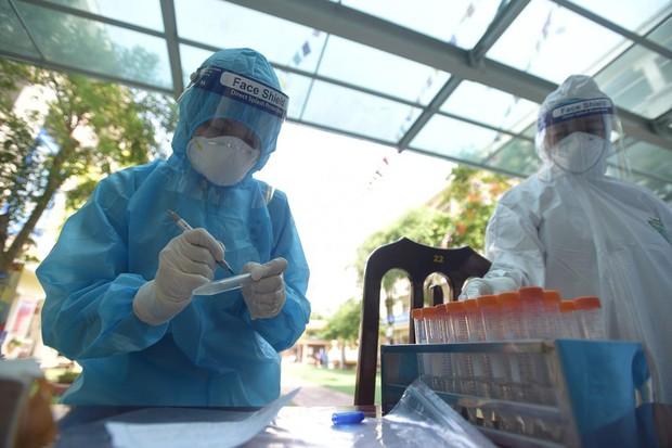 Hà Nội thêm 21 ca dương tính SARS-CoV-2, ổ dịch Thanh Xuân Trung có 14 ca - Ảnh 1.