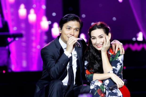 Xót xa xem lại những sân khấu đáng nhớ của Phi Nhung: Lăn xả vì người hâm mộ, bật khóc khi nghe tin nghệ sĩ Chí Tài qua đời - Ảnh 5.