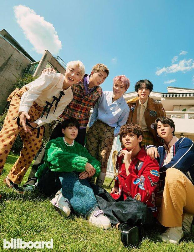 BTS dát hàng hiệu đại náo tạp chí Billboard: V - Jin khoe visual đẳng cấp thế giới, Jungkook nằm tạo dáng đủ quyến rũ mê người - Ảnh 3.
