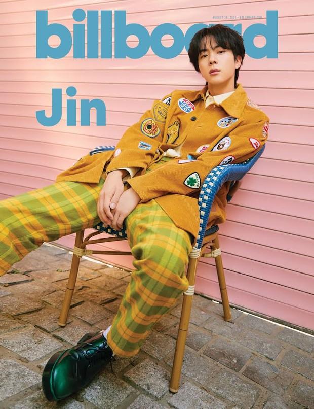 BTS dát hàng hiệu đại náo tạp chí Billboard: V - Jin khoe visual đẳng cấp thế giới, Jungkook nằm tạo dáng đủ quyến rũ mê người - Ảnh 9.