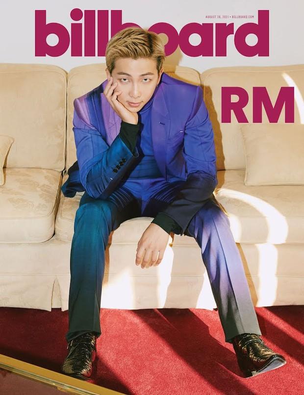 BTS dát hàng hiệu đại náo tạp chí Billboard: V - Jin khoe visual đẳng cấp thế giới, Jungkook nằm tạo dáng đủ quyến rũ mê người - Ảnh 17.