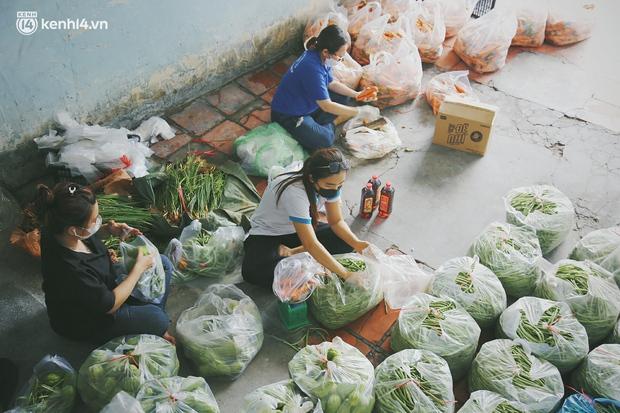 Lên mạng xin hỗ trợ tận 20kg gạo xịn, hàng chục cân thịt, trứng, rau..., một gia đình khiến dân mạng tranh cãi: Định làm tiệc buffet hay gì? - Ảnh 2.