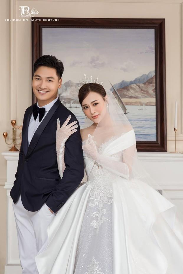 Hương Vị Tình Thân tung trọn bộ ảnh cưới hàng xịn của Nam - Long, đẹp miễn chê nhưng đằng trai vẫn... đút tay túi quần - Ảnh 1.