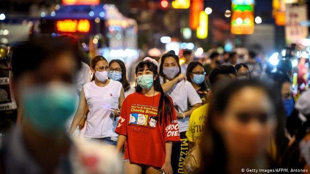 Bất chấp số ca nhiễm Covid-19 tăng hơn 18.000 người mỗi ngày, một quốc gia châu Á vẫn mở cửa đón khách quốc tế - Ảnh 1.