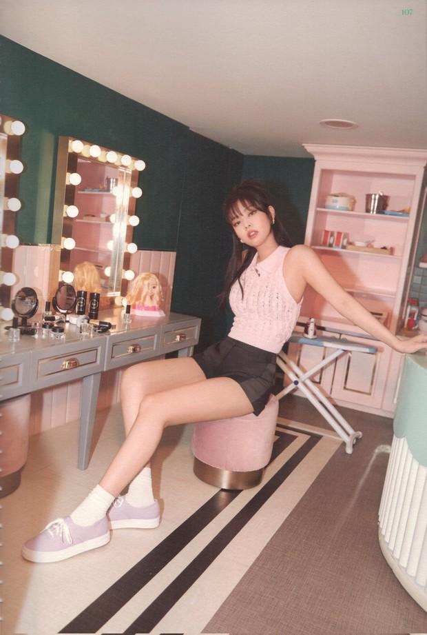 Hậu trường phô diễn visual mới toanh của BLACKPINK: Jisoo sexy lạ quá, mê nhất Jennie vì vừa ngây thơ vừa sexy xịt máu - Ảnh 9.