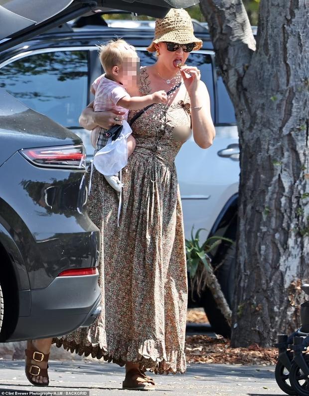 Lần đầu xuất hiện sau vụ hôn phu khỏa thân, Katy Perry lại bị chỉ trích vì để con rơi vào tình trạng như thế này - Ảnh 2.