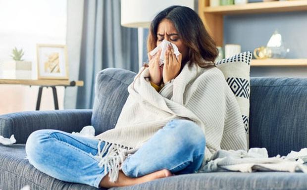 Chuyên gia Bệnh viện Bạch Mai chỉ ra 4 bài tập phục hồi hô hấp cho F0 sau khi ra viện - Ảnh 3.