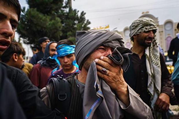 Vụ nổ rung chuyển sân bay Afghanistan: Cha mẹ lính Mỹ đau đớn, thất vọng hay tin con qua đời, 20 năm hóa thành tro bụi - Ảnh 2.