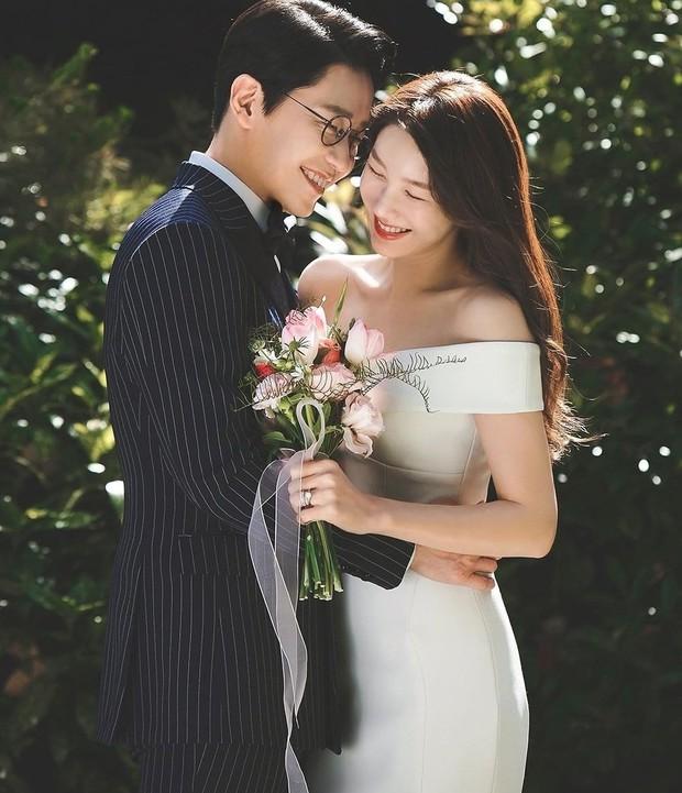 Dàn sao chụp ảnh cưới Penthouse 3 mùa cũng gây bão: Lee Ji Ah - Logan và cặp của Eugene đẹp xỉu, đỉnh nhất body Kim So Yeon - Ảnh 10.