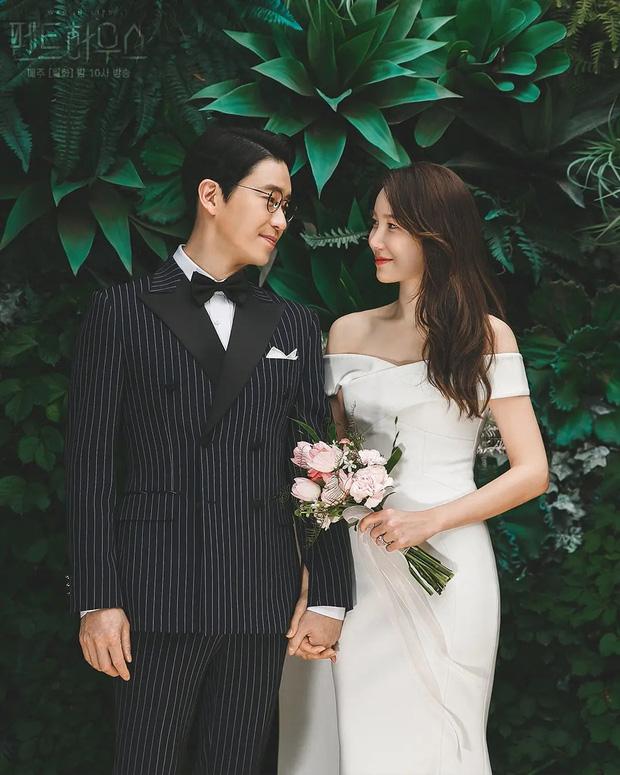 Dàn sao chụp ảnh cưới Penthouse 3 mùa cũng gây bão: Lee Ji Ah - Logan và cặp của Eugene đẹp xỉu, đỉnh nhất body Kim So Yeon - Ảnh 11.
