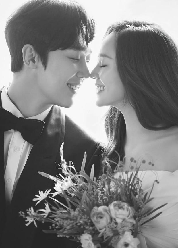 Dàn sao chụp ảnh cưới Penthouse 3 mùa cũng gây bão: Lee Ji Ah - Logan và cặp của Eugene đẹp xỉu, đỉnh nhất body Kim So Yeon - Ảnh 16.