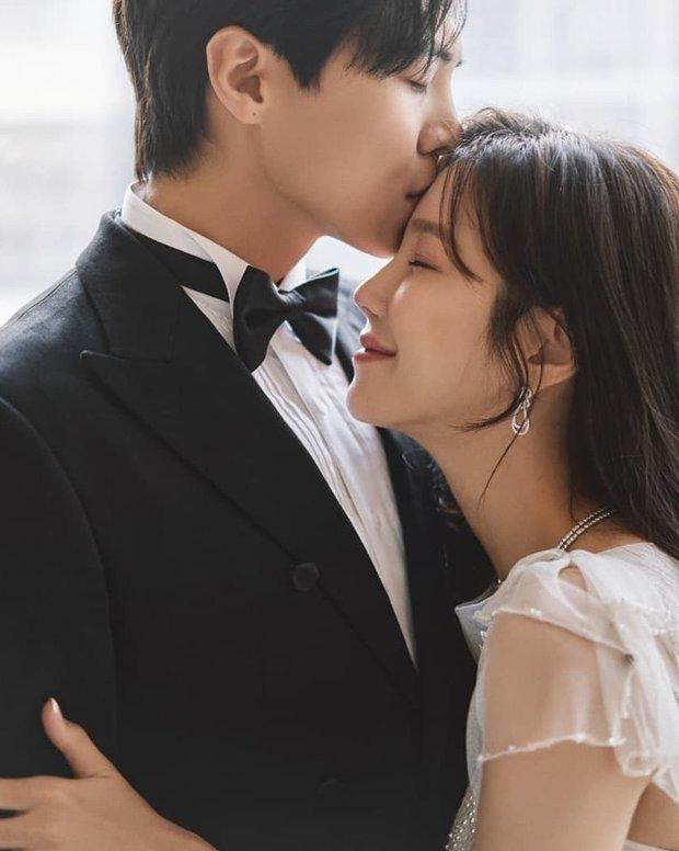 Dàn sao chụp ảnh cưới Penthouse 3 mùa cũng gây bão: Lee Ji Ah - Logan và cặp của Eugene đẹp xỉu, đỉnh nhất body Kim So Yeon - Ảnh 13.